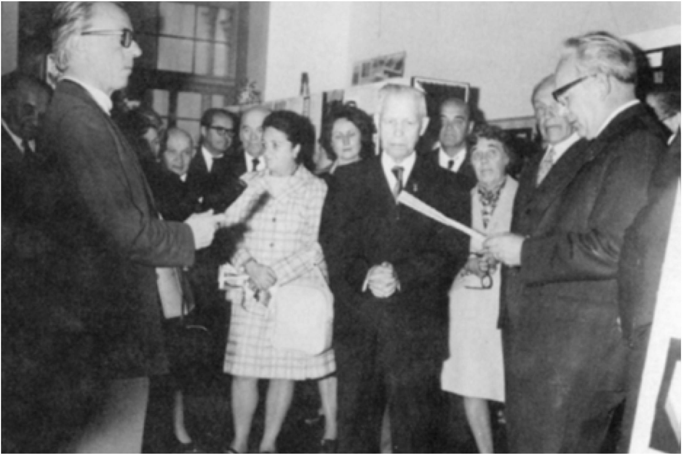Otwarcie wystawy w 1974 roku przez prezydenta prof. dra Staniaława Ostrowskiego, przemawia prezes STP Sas-Skowroński. Obok Irena Sagajło.