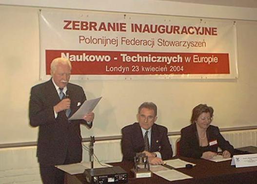 Spotkanie inauguracyjne EFPSNT, przemawia śp. prezydent II RP Ryszard Kaczowski.