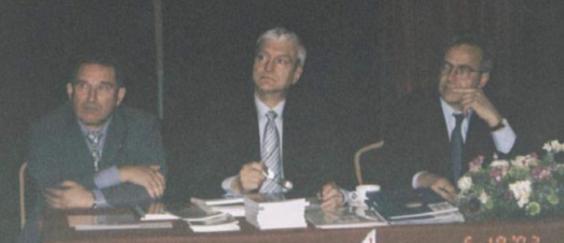 Polskie Forum Nauki i Techniki, Londyn 2002, prezydium spotkania pod przewodnictwem ministra RP Prof. Michała Kleibera przysłuchuje się debacie