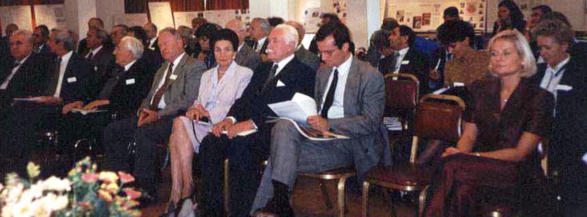 Zaproszeni goście na czele z prezydentem Ryszardem Kaczorowskim i ministrem nauki RP prof. Andrzejem Wiszniewskim.