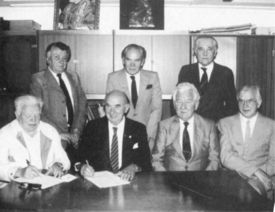 Zarząd STP 1990 r. W kolejności od prawej: S. Michałowski, K. Móchliński, Z. Hypiński, T. Bogucki, prezes A. Ostrowski, J. Stopa, E. Jędral