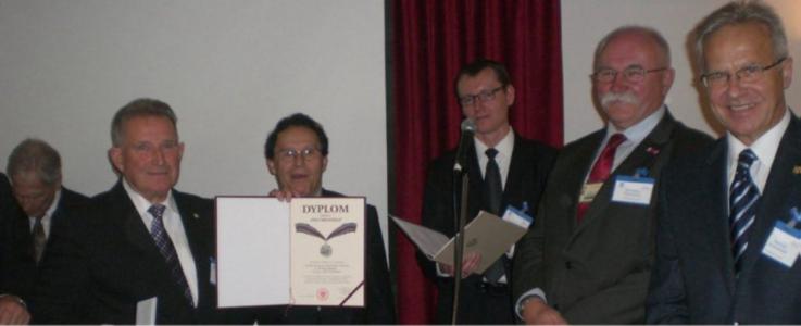 W roku 70-lecia Stowarzyszenie Techników Polskich w Wielkiej Brytanii zostało uhonorowane medalem Pro Memoria.