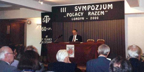 III Sympozjum podczas obrad: przewodniczy prof. Andrzej Jonscher.